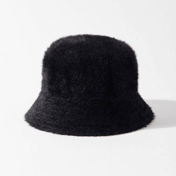 Urban Outfitters Fuzzy 'Gia' Bucket Hat in Black